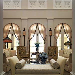 Итальянские шторы на арочных окнах