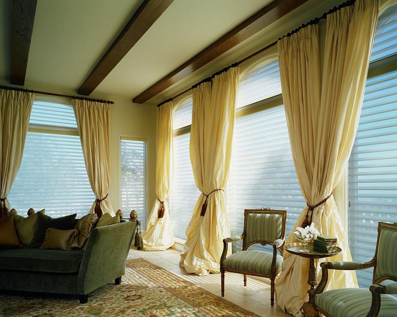 Дизайнерские шторы на заказ в гостиную