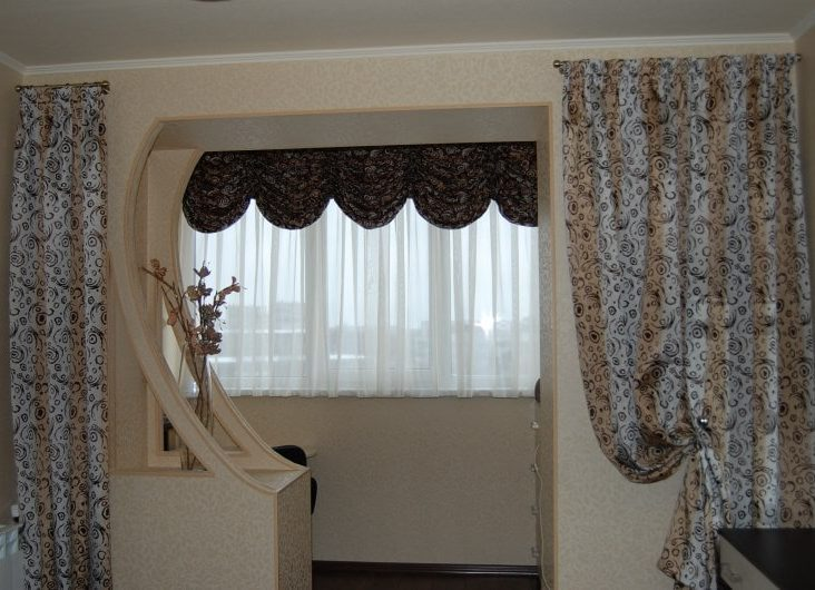Шторы на совмещенный с комнатой балкон