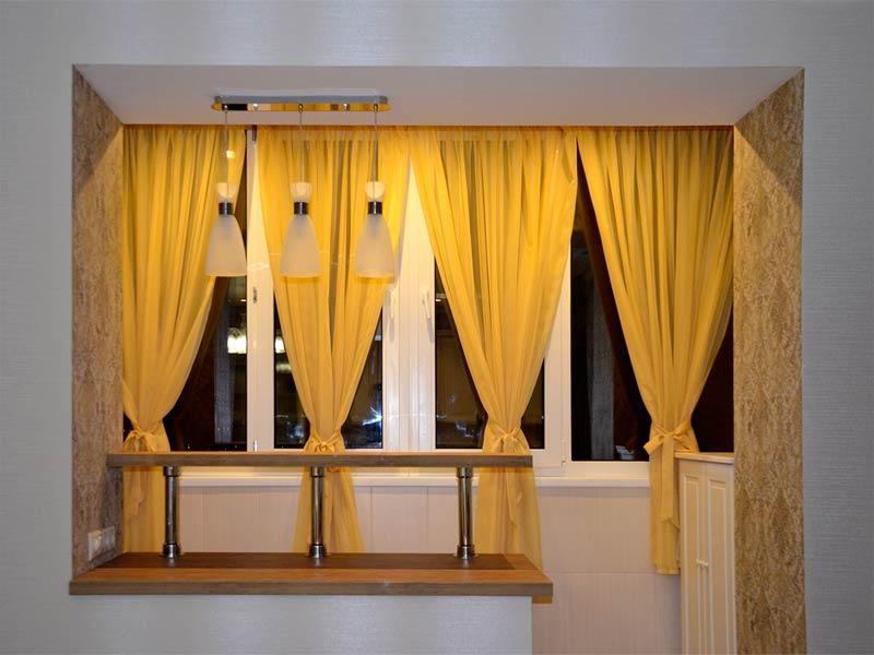 Шторы на балкон, совмещенный с кухней