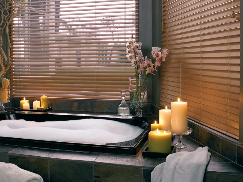 Горизонтальные шторы-жалюзи для ванной комнаты