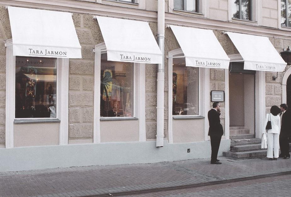 Витринные маркизы для модного бутика