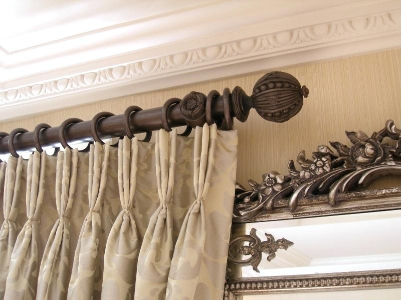 Резной деревянный карниз для штор